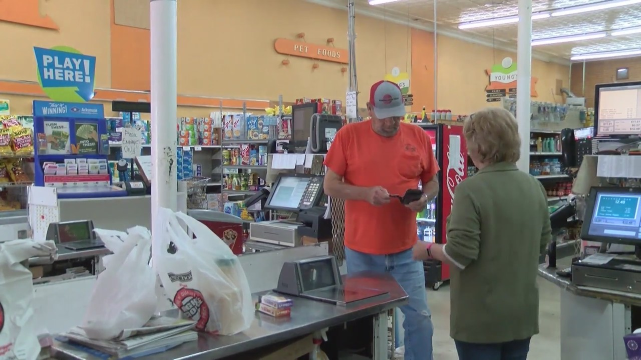 Arkansas town keeps only grocery store